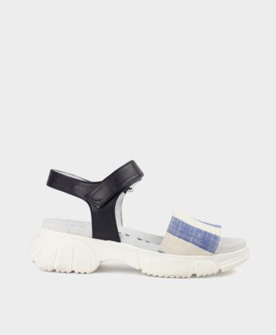 Sandalia deportiva con suela gruesa con tejido de rayas azul y blanco roto con pulsera en piel vacuna.